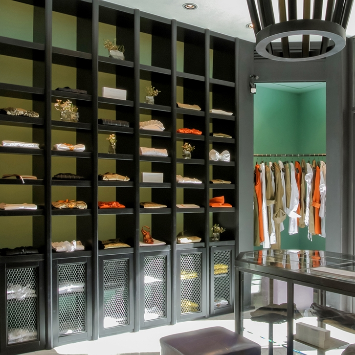 A rigorous store with modern colours