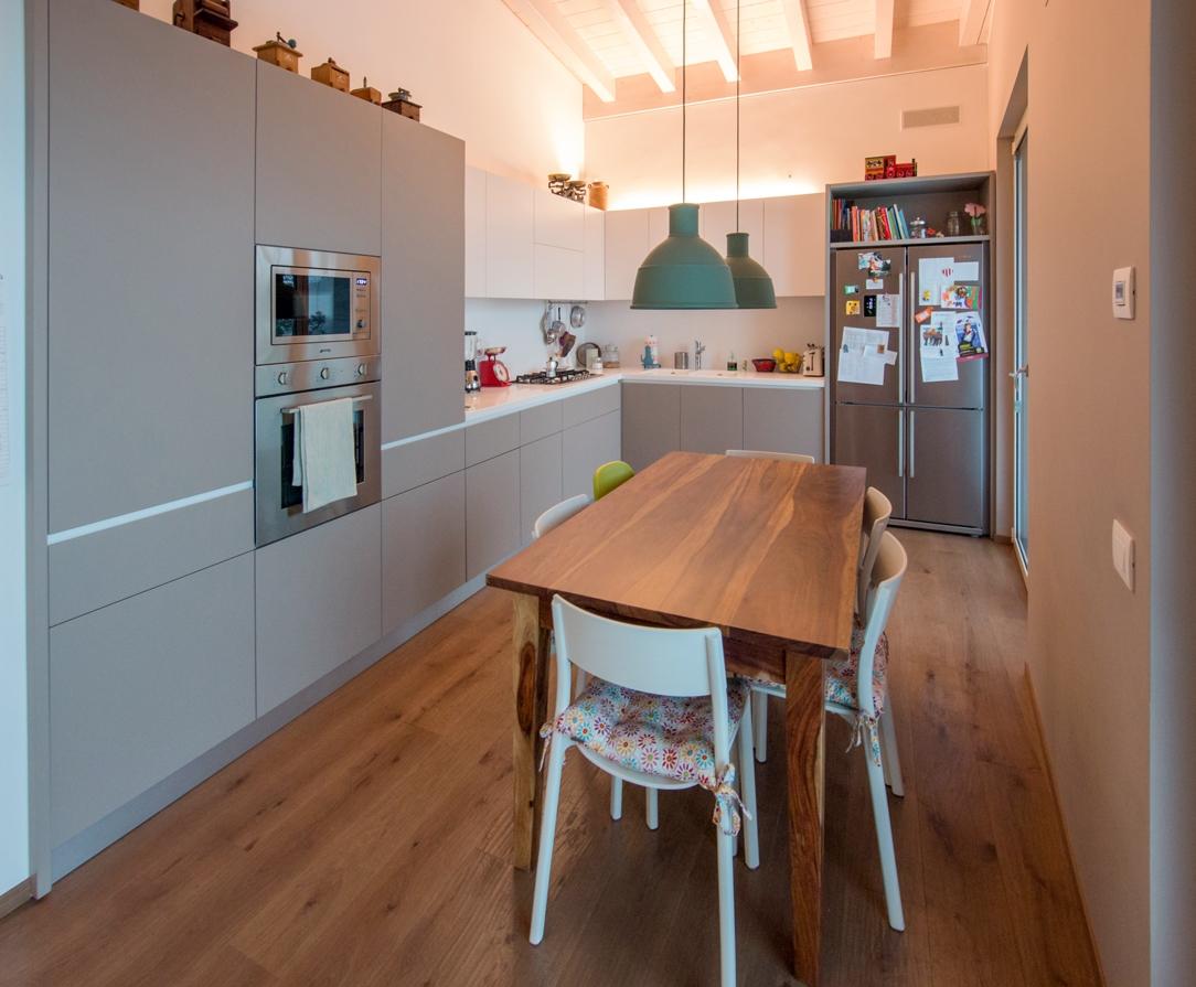 Appartamento contemporaneo Bergamo cucina 01
