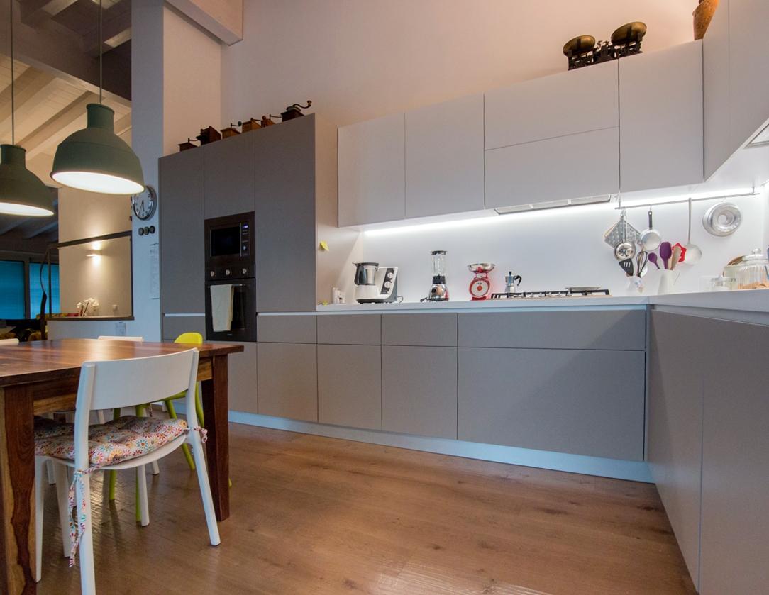 Appartamento contemporaneo Bergamo cucina 02
