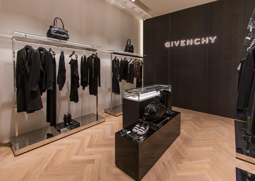 TF Corner monomarca Givenchy 01
