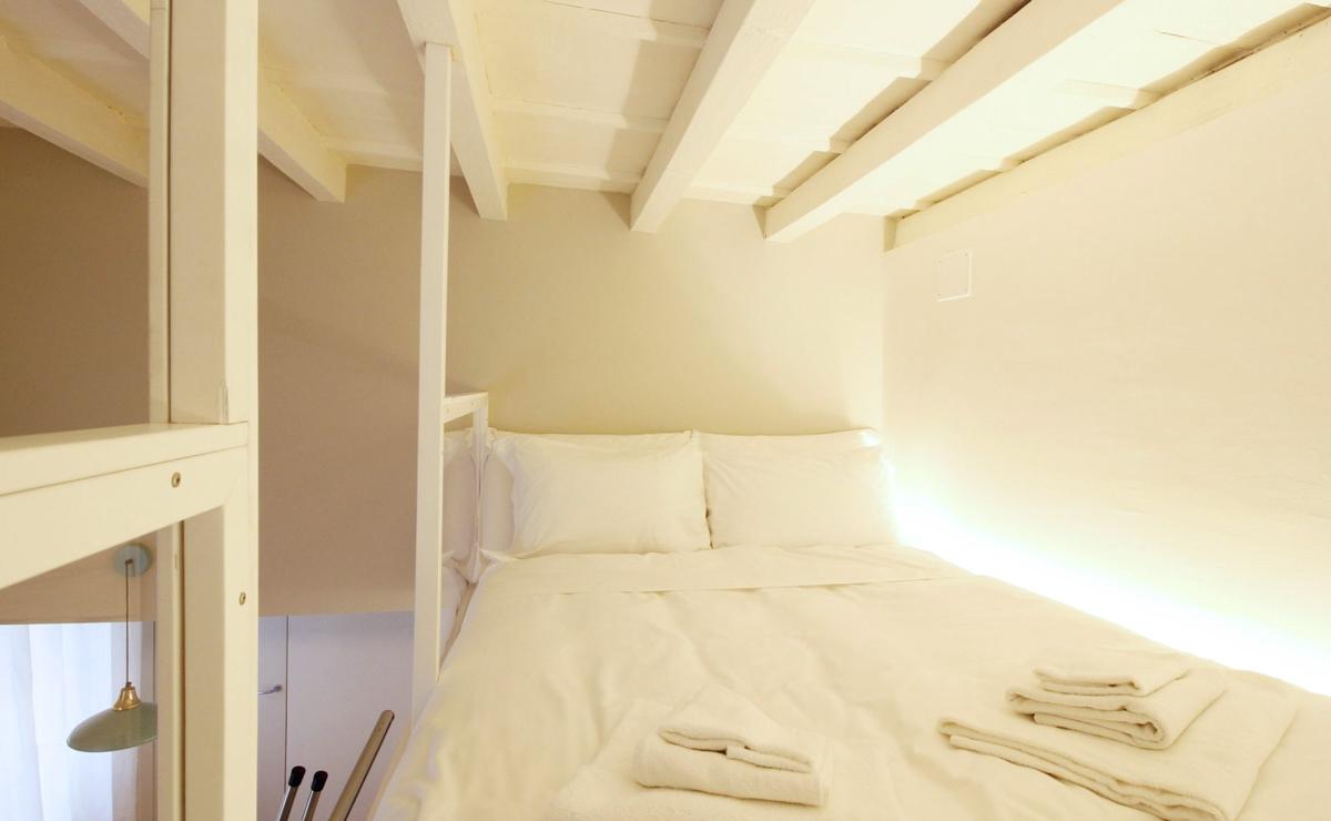 Camera letto matrimoniale spazi ridotti