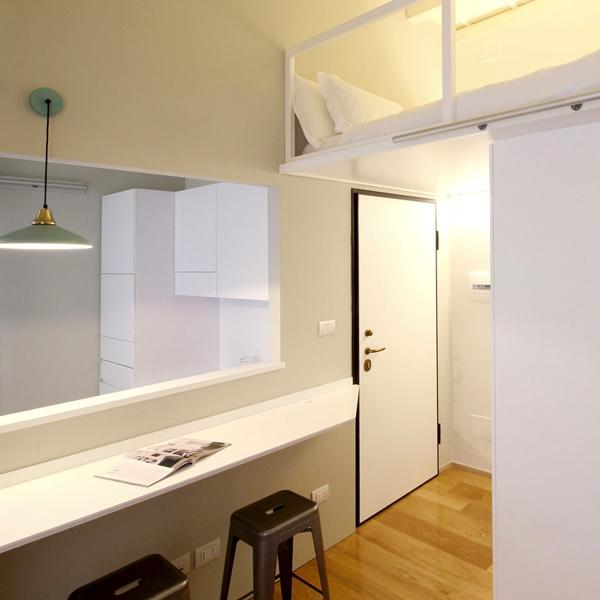 Vivere in spazi ridotti: un appartamento minimal a Milano