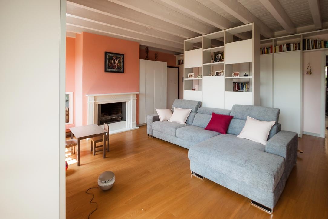 salotto rosa bianco grigio