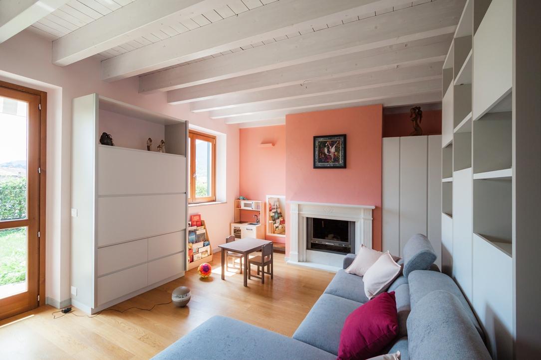soggiorno rosa e grigio 02