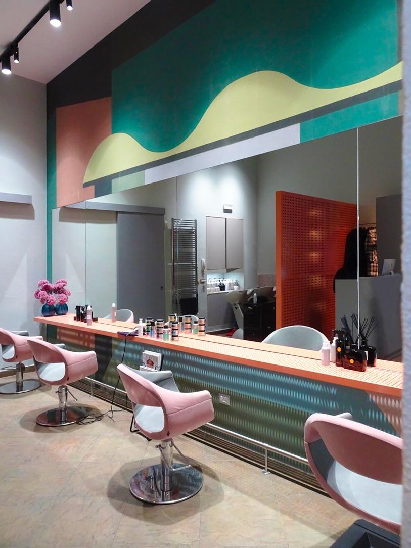 negozio parrucchiera specchi