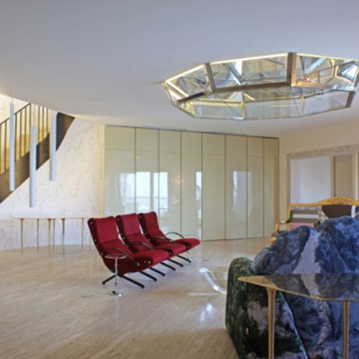 A crystal heart for the Hanoi Penthouse