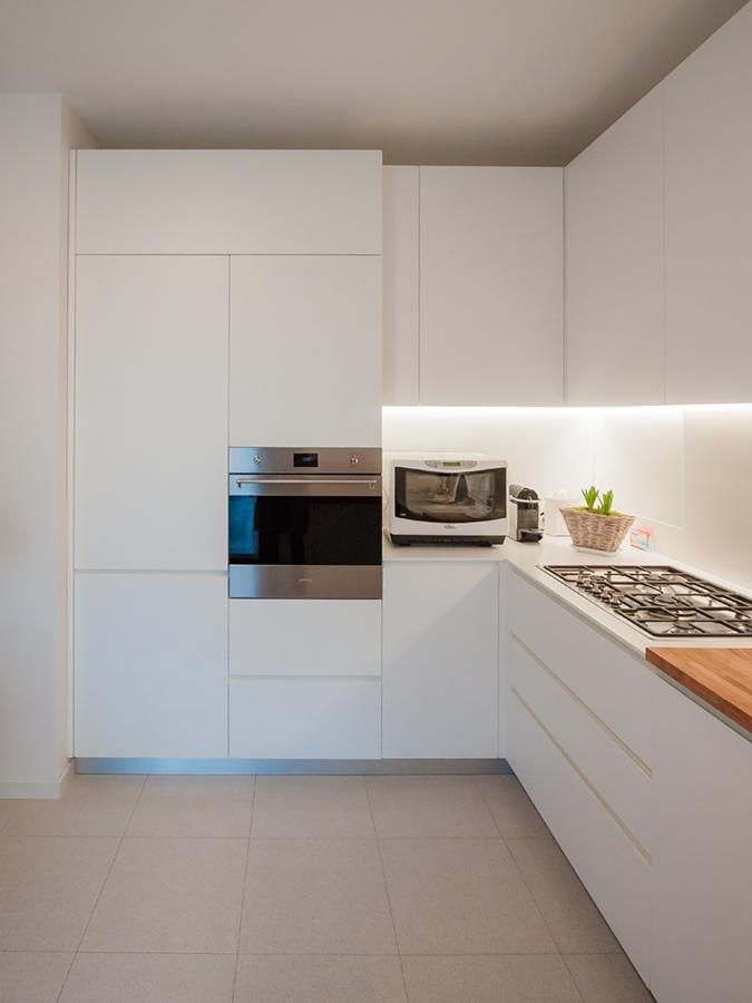 cucina essenziale elegante forni