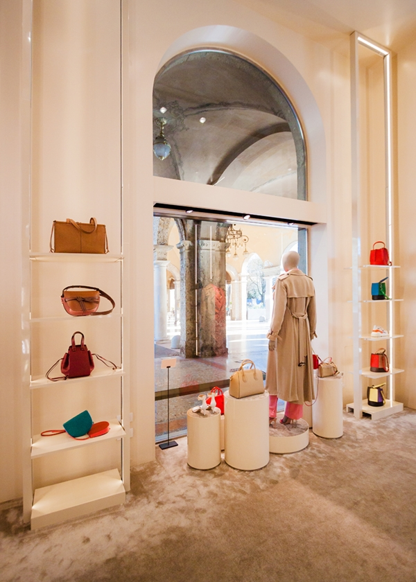 Tiziana Fausti 2020 shop windows 01