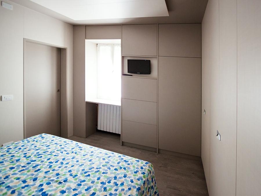 camera da letto boiserie ampi soffitti