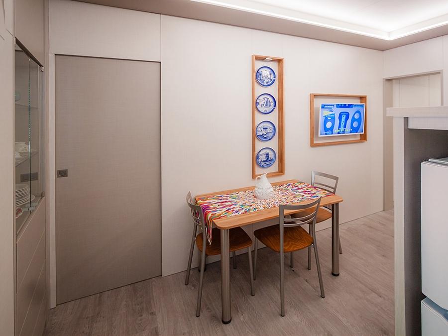 tavolo pranzo legno ampi soffitti
