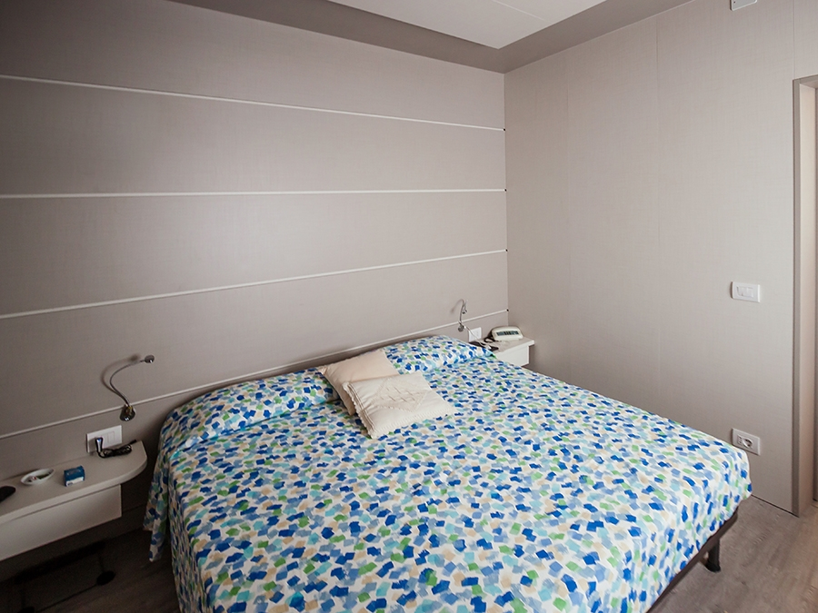 camera da letto boiserie