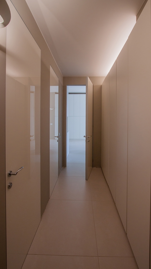 apartment reflections opacity_hallway 01