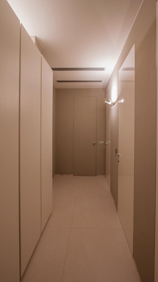 apartment reflections opacity_hallway 02