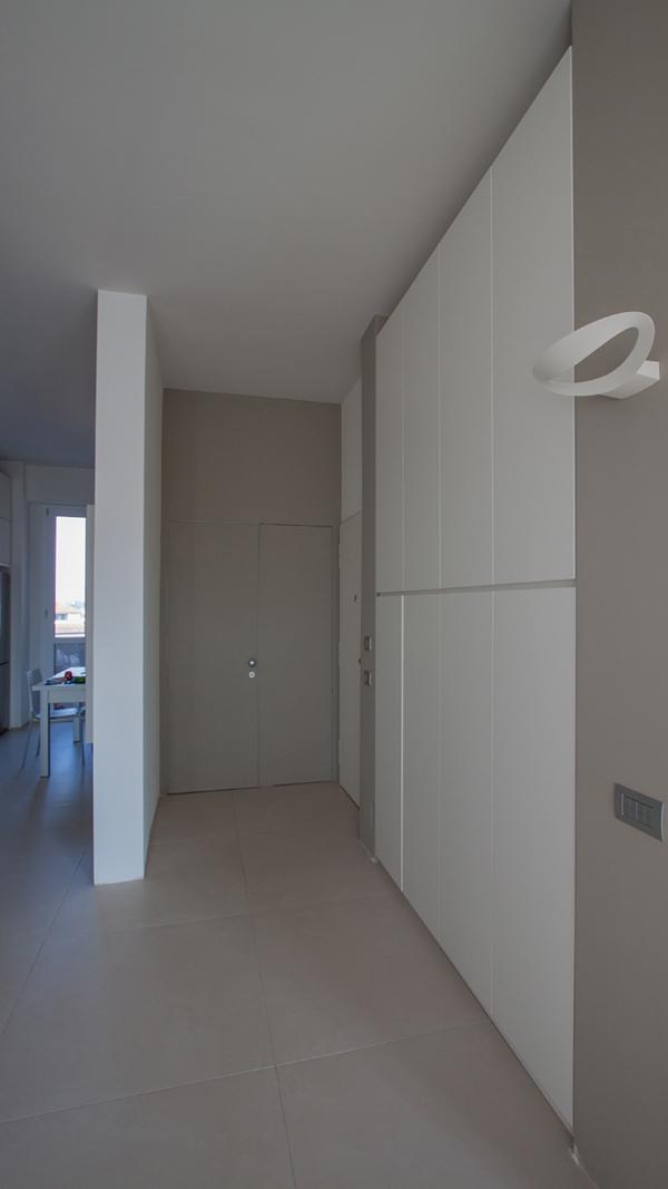 Milan apartment entrance hall_01
