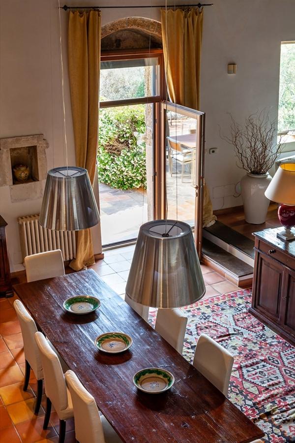 villa tradizionale Sicilia tavolo pranzo
