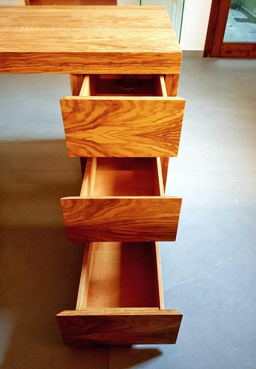 details desk drawers