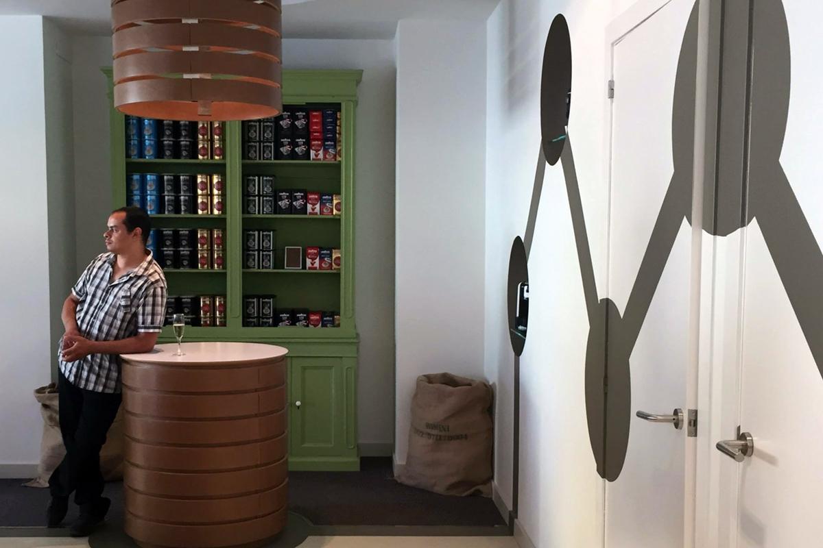 negozio caffè Ibiza zoom vetrinetta