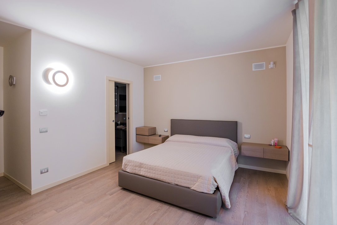 appartamento Bergamo essenziale contemporaneo camera 01