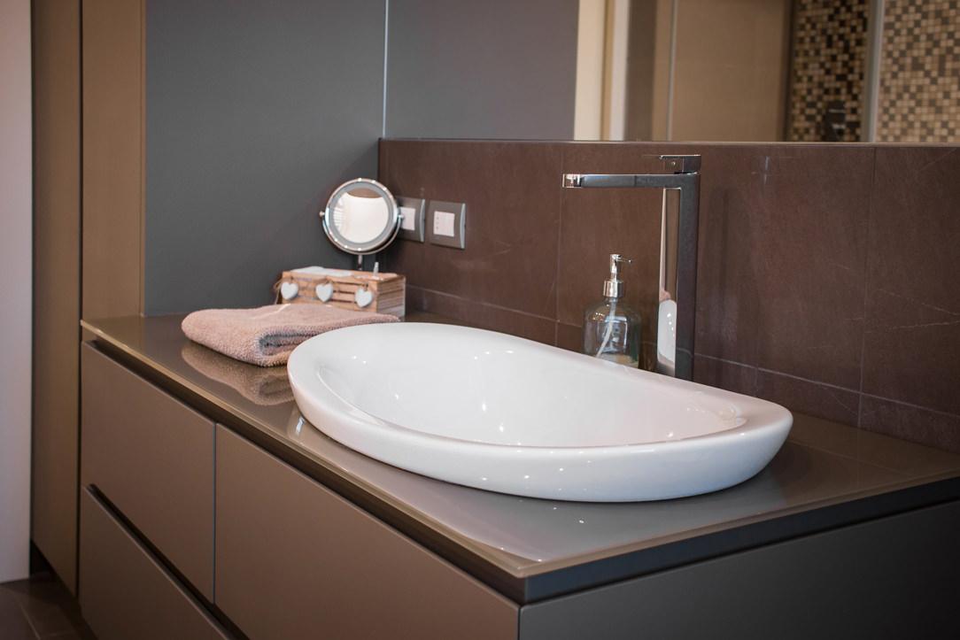 appartamento Bergamo bagno ospiti dettaglio