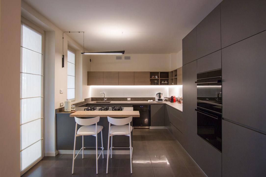 appartamento Bergamo essenziale contemporaneo cucina 01