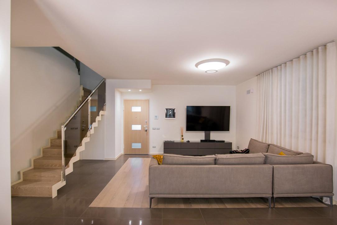 appartamento Bergamo essenziale contemporaneo soggiorno 02
