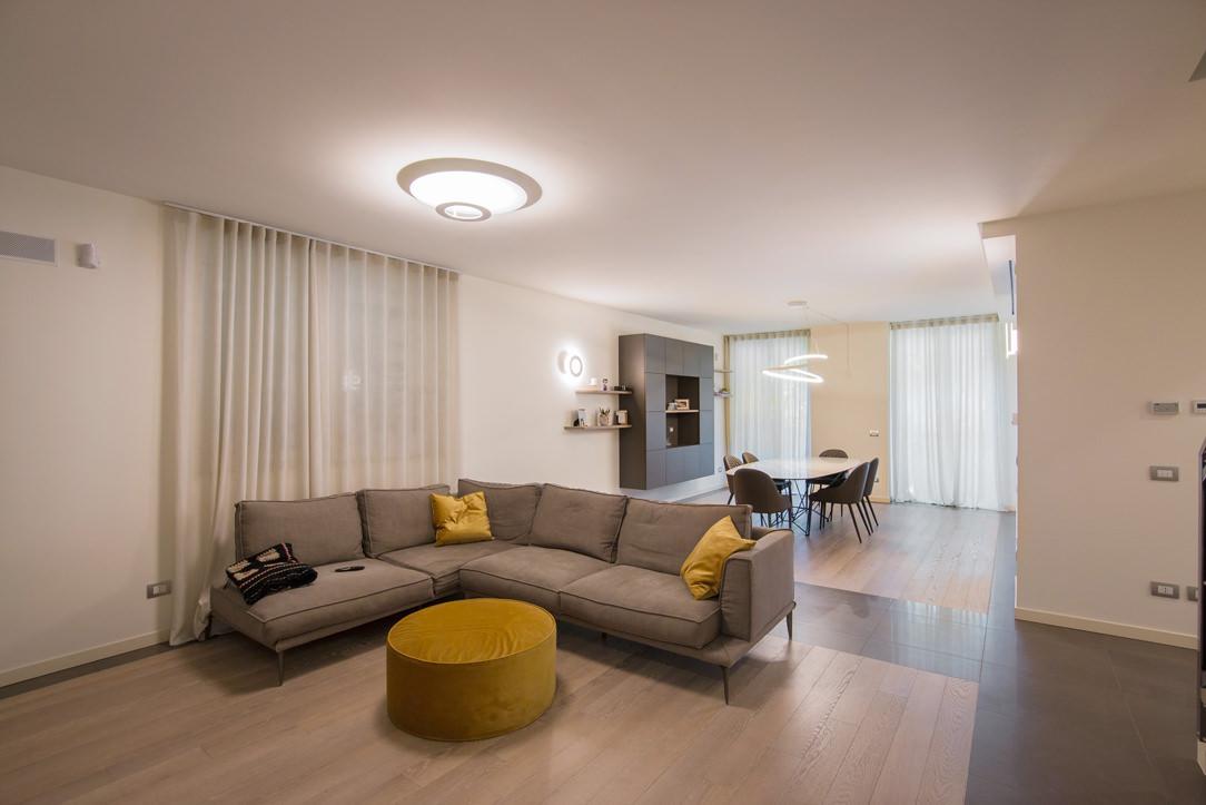 appartamento Bergamo essenziale contemporaneo soggiorno 01