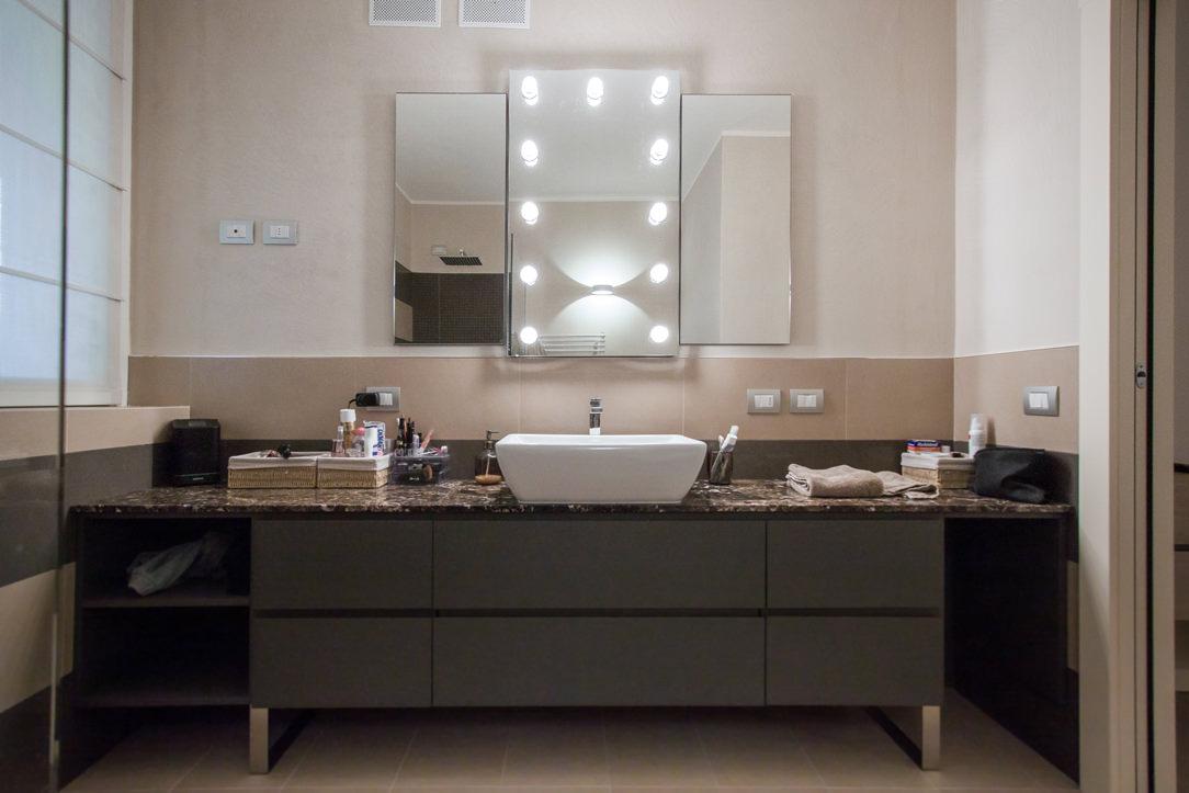 appartamento Bergamo essenziale contemporaneo bagno padronale 01