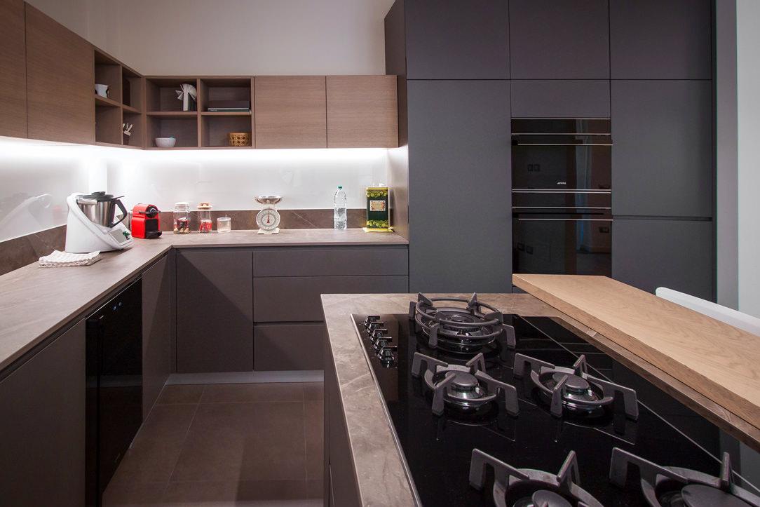 appartamento Bergamo essenziale contemporaneo cucina 03