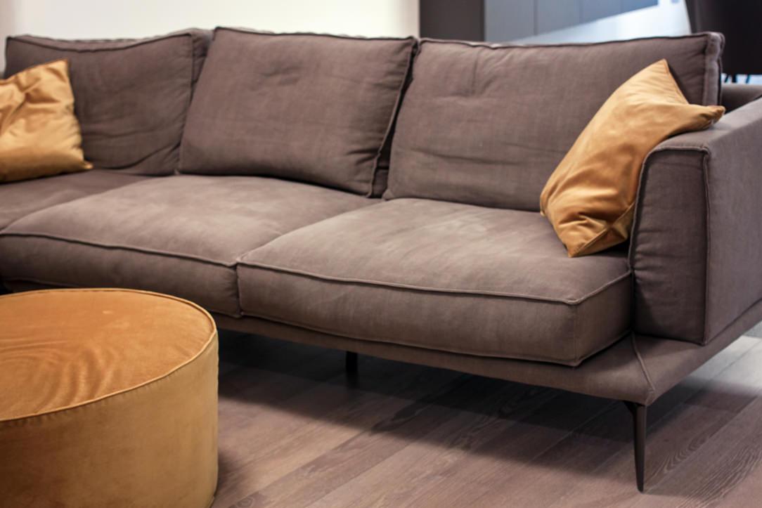appartamento Bergamo dettaglio divano