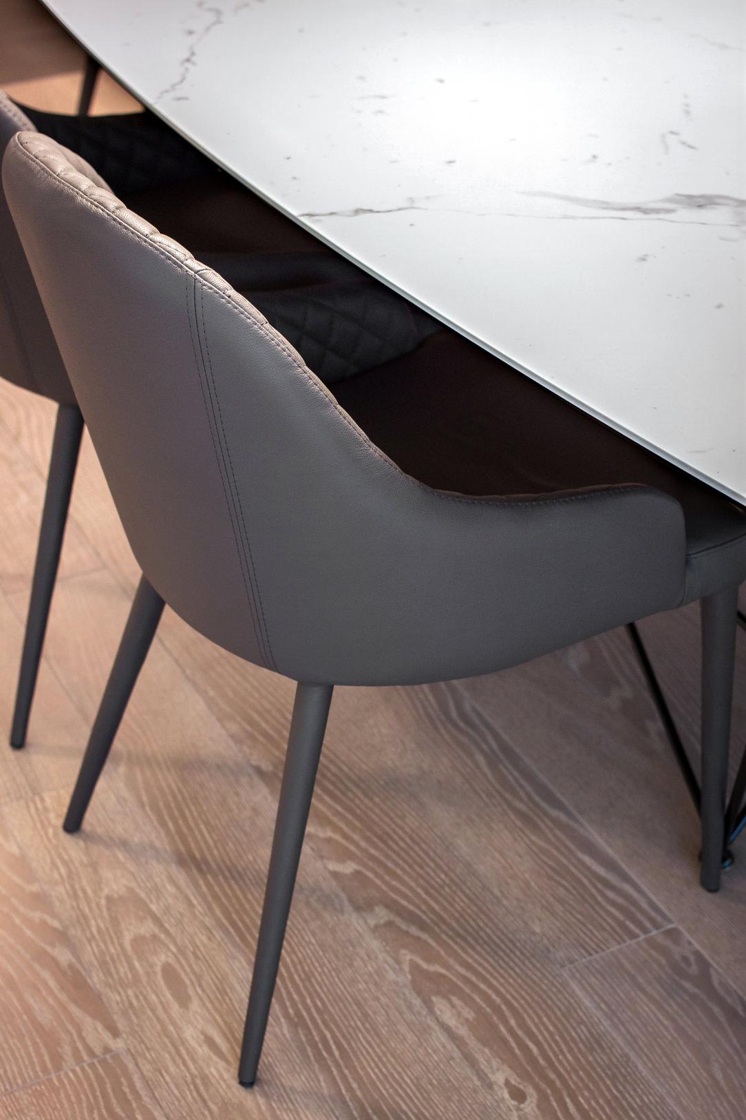 appartamento Bergamo dettaglio sedie