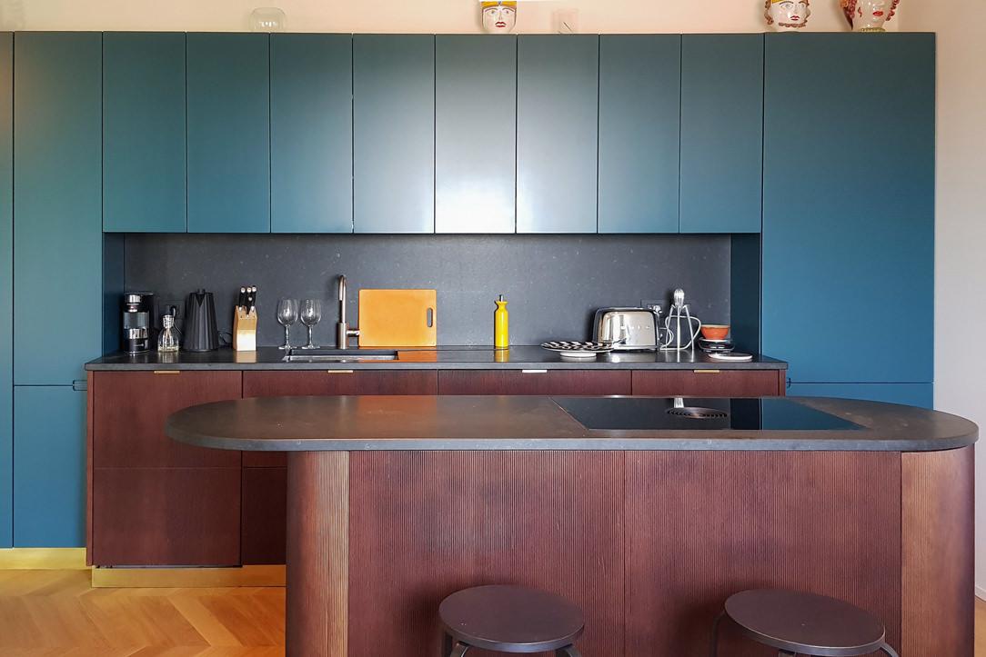 Modulor modern kitchen with dark tones front view