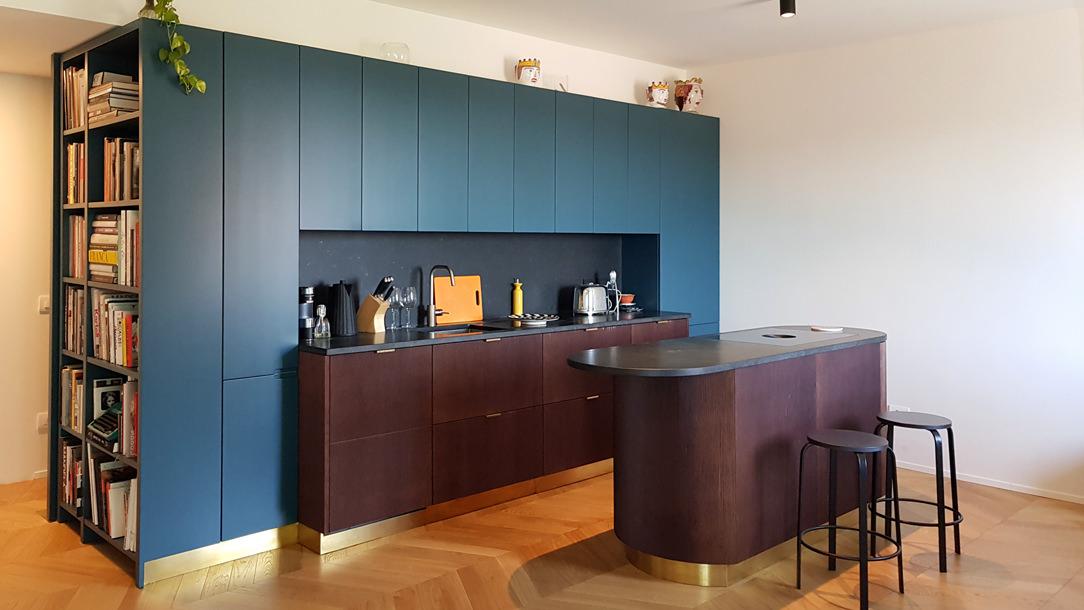Modulor modern kitchen with dark tones_01
