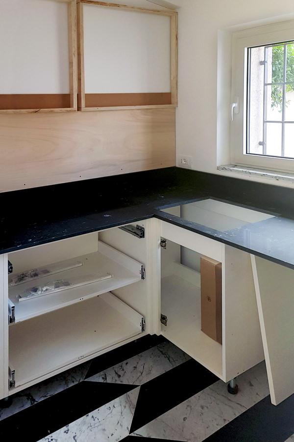 assembly phase Minimal kitchen Verona 02