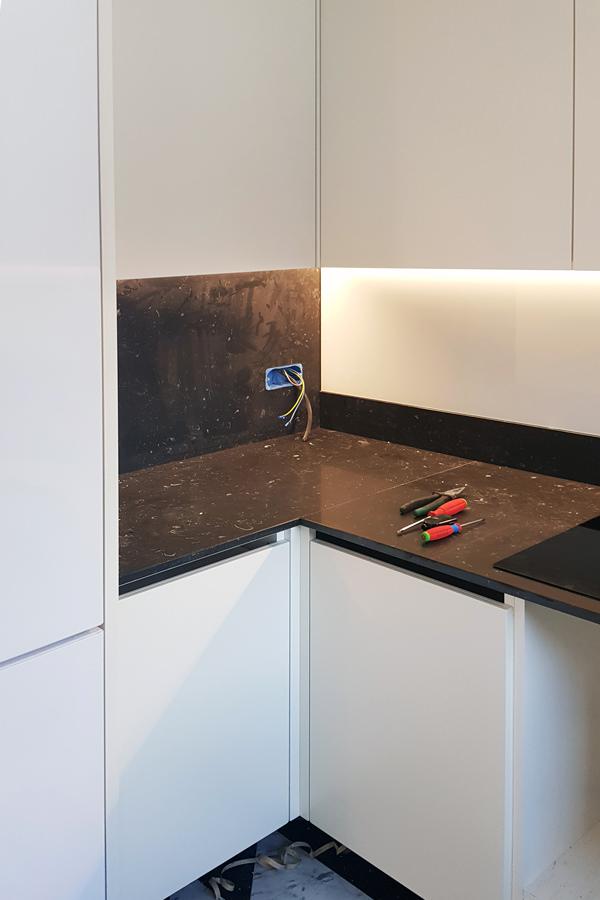 assembly phase Minimal kitchen Verona 04