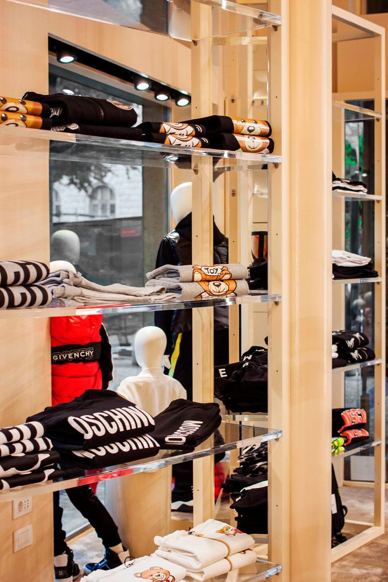 vetrine ripiani trasparenti boutique Tiziana Fasuti