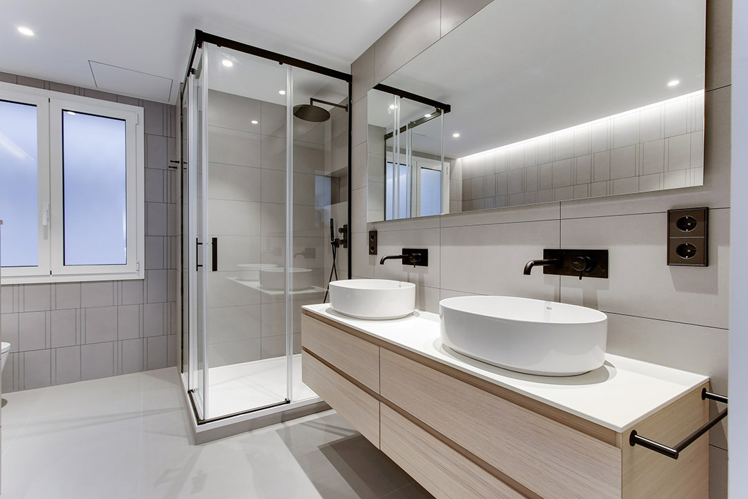 Bagno con doppio lavabo da appoggio