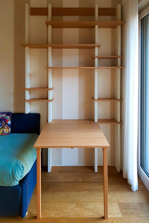 libreria con piano smartwoorking aperto