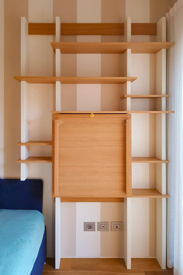 libreria con piano smartworking chiuso