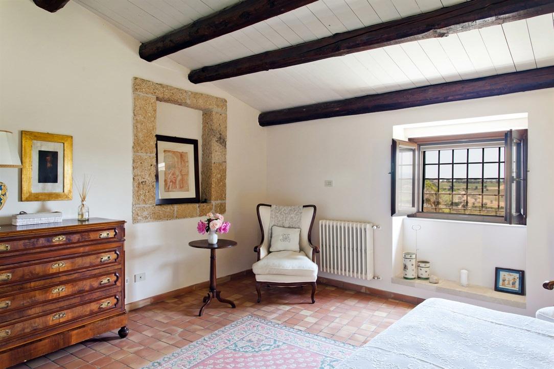camera classica cassettiera legno