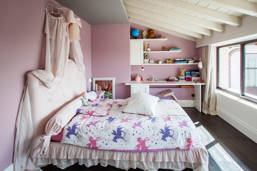 cameretta-stile-classico-letto-principesse-arredi-in-serie