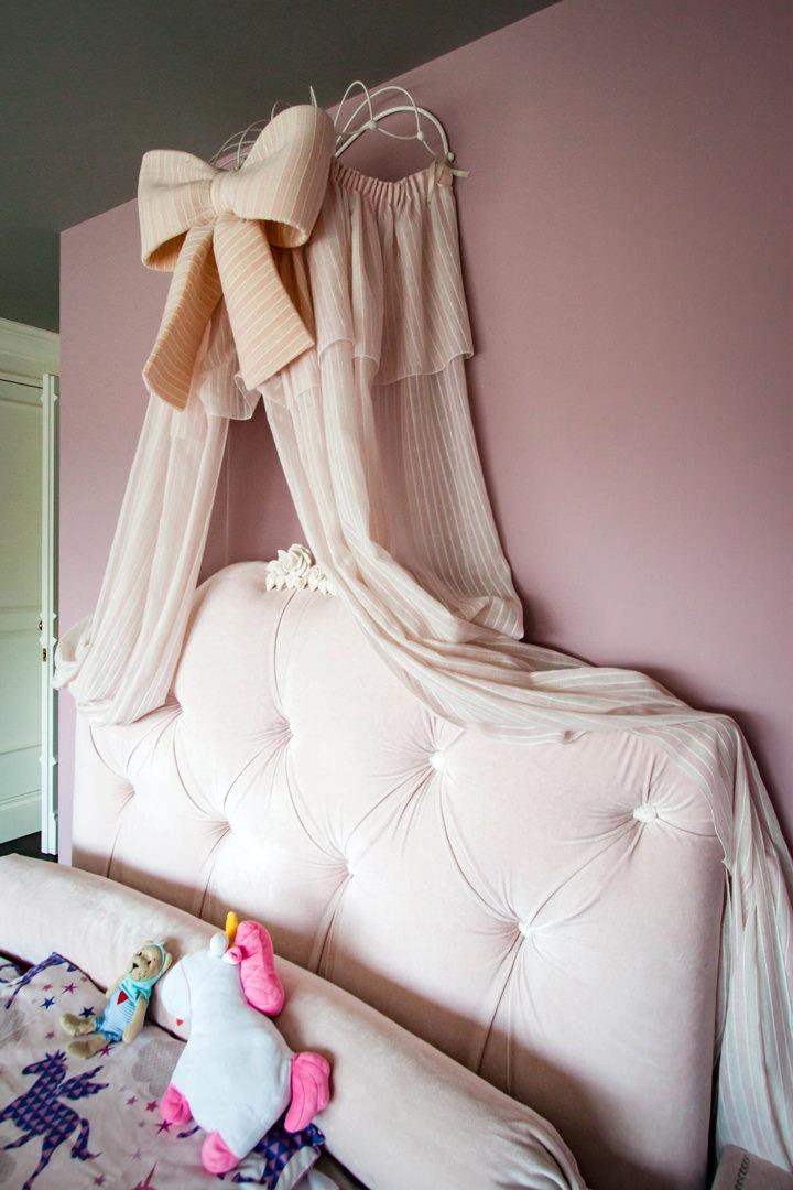 dettagli-letto-principesse-testata-imbottita-drappeggi