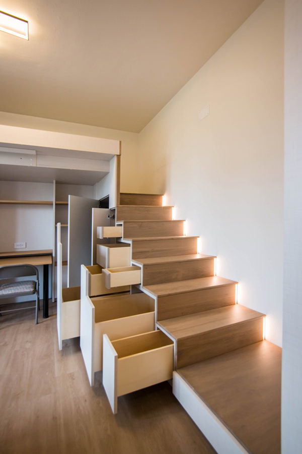 under-stairs-equipped-open-doors-to-optimize-spaces-with-furniture
