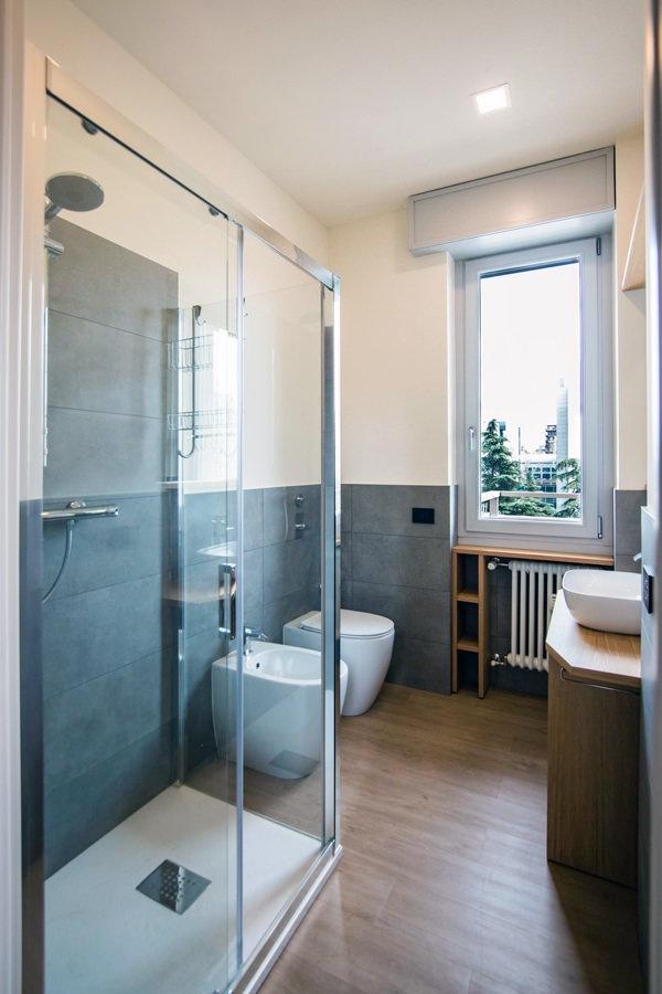 bagno-contemporaneo-doccia-vetro-cristallo