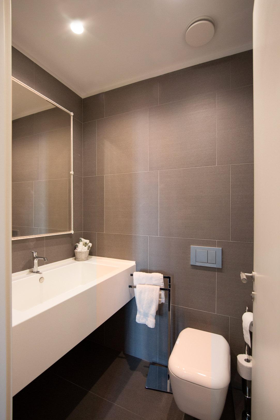 bagno servizio grigio medio