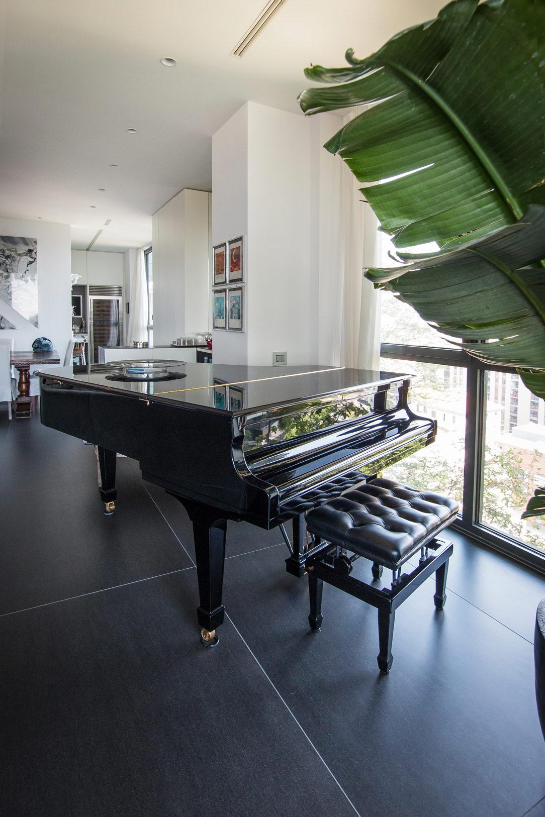 pianoforte tavolo divano