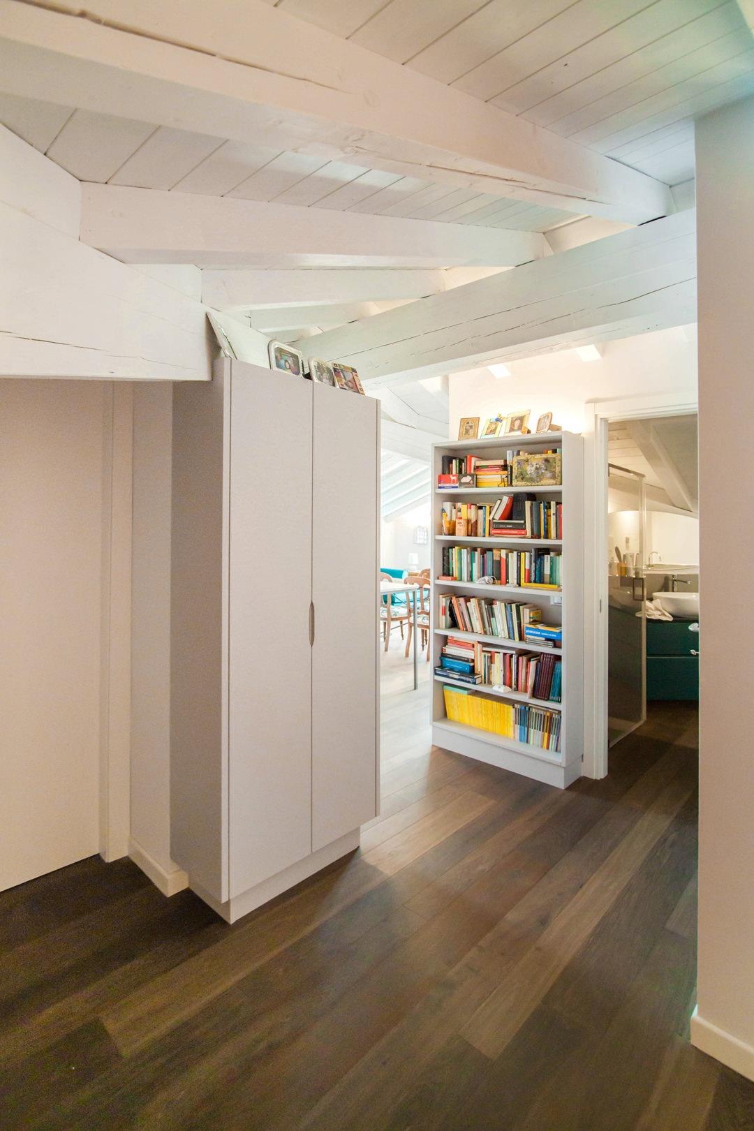 dettaglio-corridoio-ingresso-libreria-mobile-contenitore