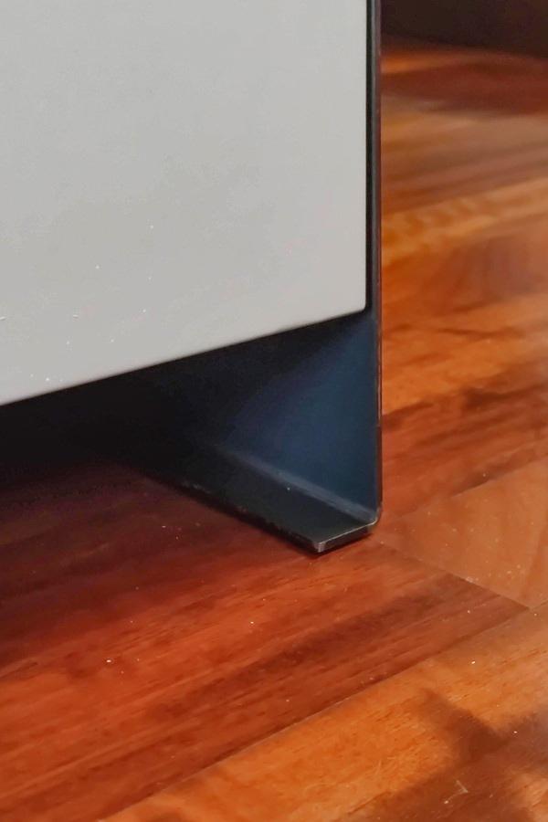 dettaglio-mobile-in-ferro-spalla-supporto-piedini