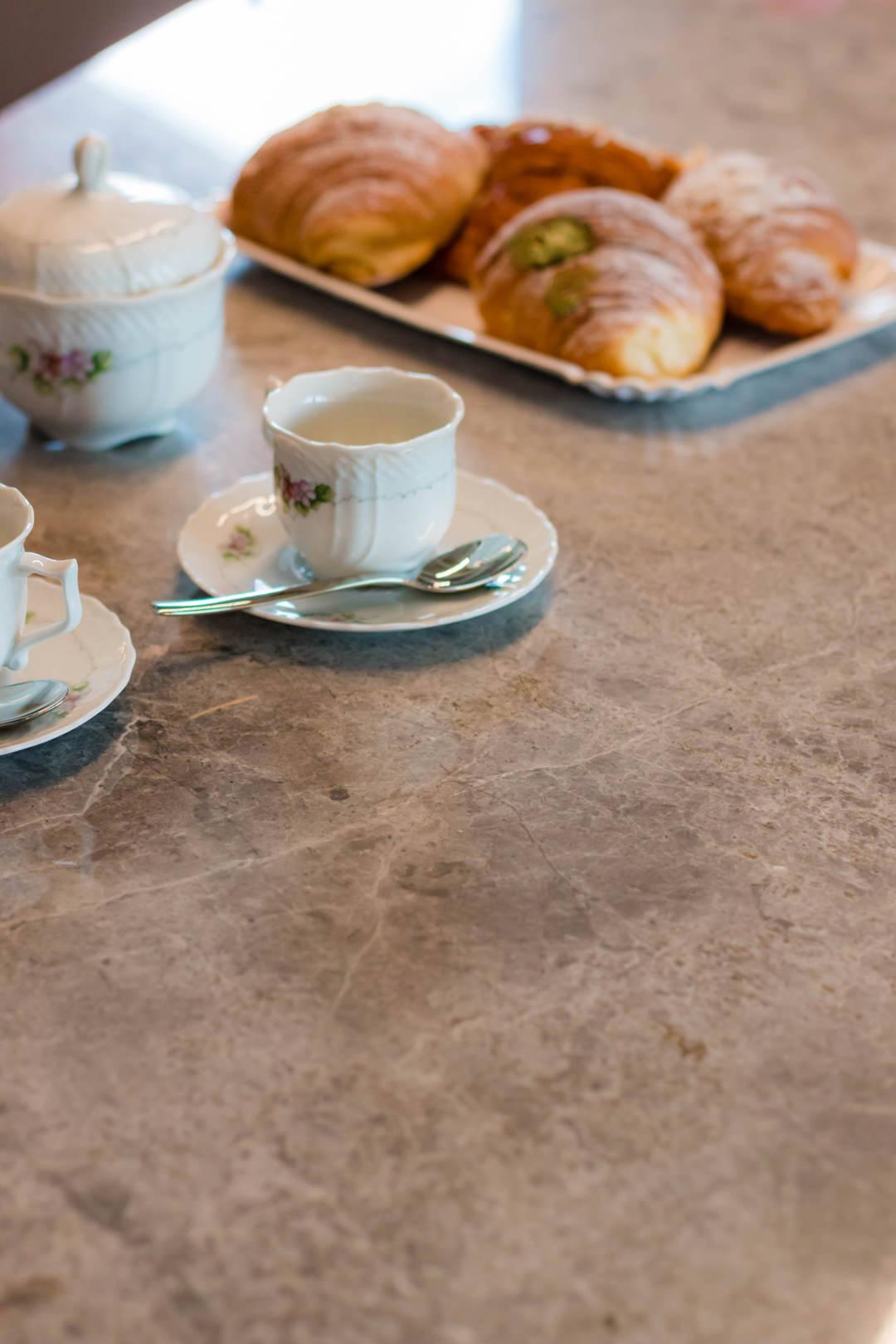 dettaglio-piano-cucina-marmo-grigio-venato-tundra-gray