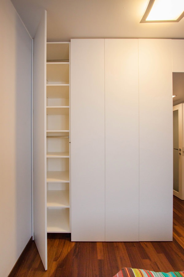 esterno-cabina-armadio-anta-accessibile-ripiani-interno