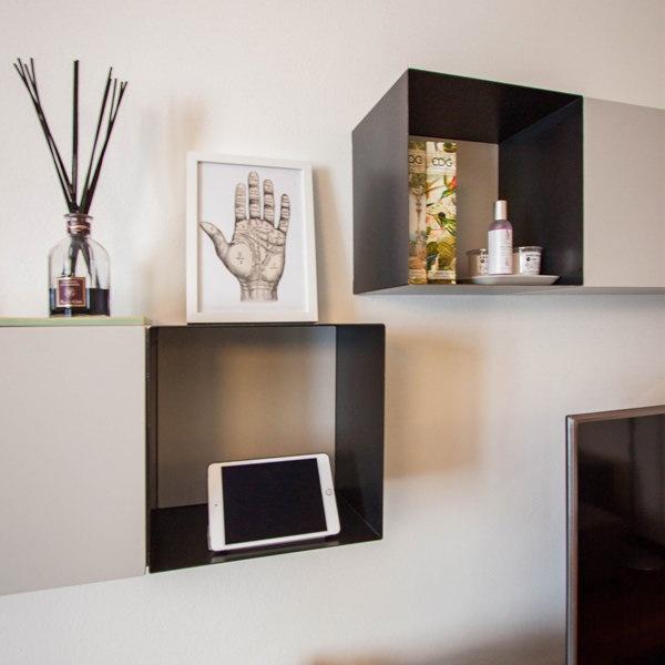 Mobili in ferro per un appartamento dallo stile contemporaneo e dettagli ricercati